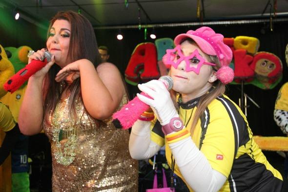 Fabiana Karla cantou e dançou o hit Show das Poderosas na prévia Pinto da Madrugada - Crédito:  Anderson Maia/Divulgação