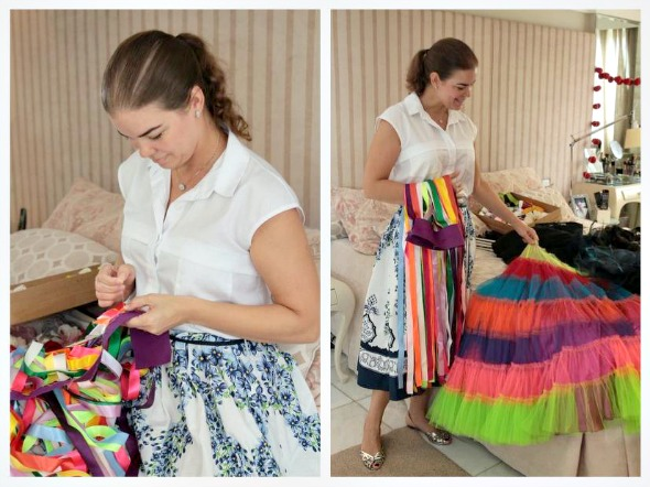 Juliana Lins está confeccionando há um mês uma saia de tiras de cetim - Créditos: Nando Chiappetta/DP/ D. A Press
