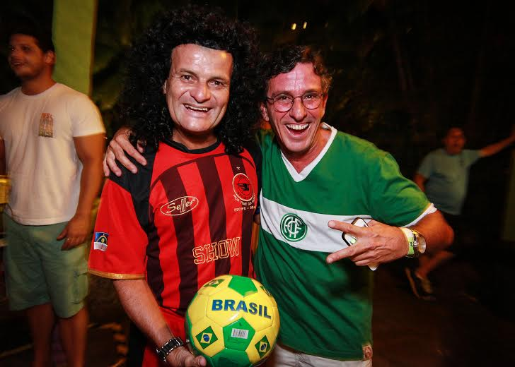 O ex-jogador Mauro Shampoo com Felipe Cabral Crédito: Paloma Amorim/Divulgação