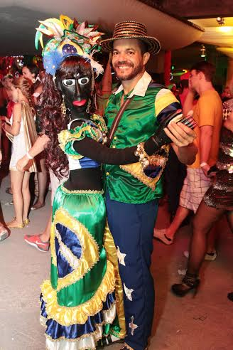 George Lira e sua Karina Boneca eram Carmem Miranda e o malandro brasileiro