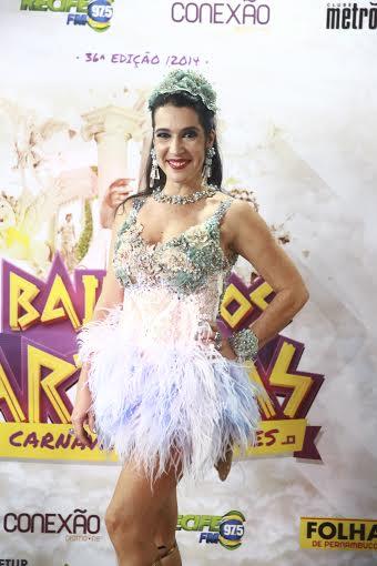Ela desfilou pelo Baile dos Artistas com modelo assinado por Márcio Costa - Crédito: Bernardo Dantas/DP/D.A Press