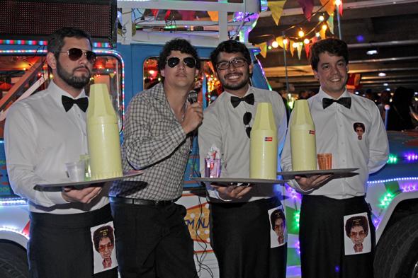 Rafael Patu, Hugo Luna, Eduardo Jungmann e Fabio Guerra homenagearam Reginaldo Rossi Crédito: Roberto Ramos/DP/D. A Press