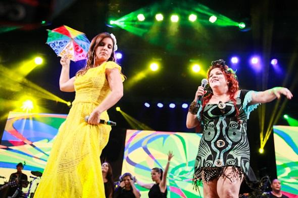 Nena recebeu Ivete no palco - Crédito: Paloma Amorim/Divulgação