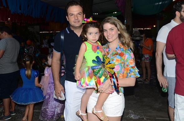 Junior e Camila Vecchione com Maria Clara - Crédito: Regina Coeli /Divulgação
