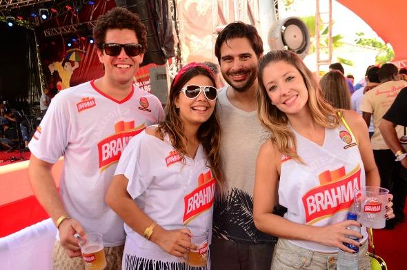 Ramon Muller, Larissa e Fabio Trindade com Eduarda Brasil - Crédito: Danilo Sá/Go Imagens