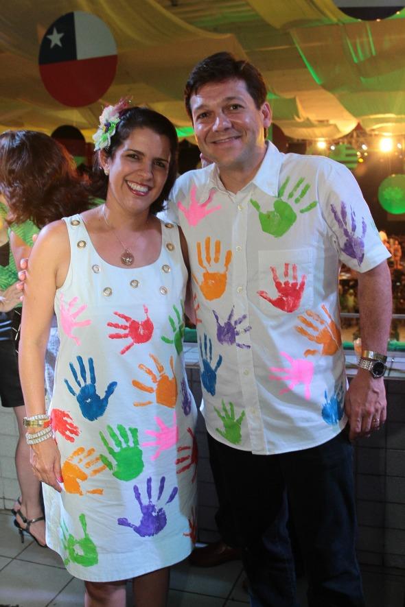 No segura a seringa, envergou roupa customizada pelos filhos Eduardo, Rodrigo e Mariana. Crédito: Nando Chiappetta/DP/D.A Press