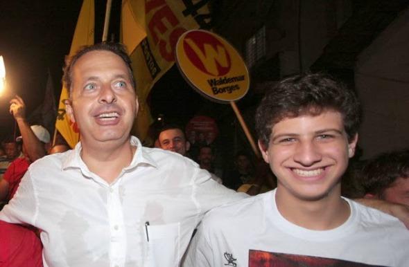 Eduardo Campos com o filho João Campos - Crédito:Roberto Pereira/Divulgação