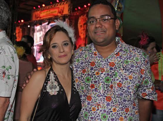 O prefeito de Moreno, Adilson Gomes Filho, e a mulher, Renata - Crédito: Roberto Ramos/DP DA Press