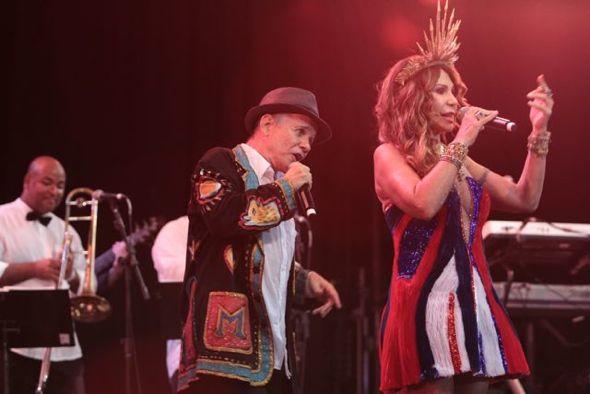 Antonio Nóbrega e Elba Ramalho no palco. Credito: Nando Chiappetta/DP/ D. A Press.