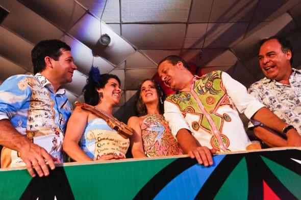 Geraldo Julio, Cristina Mello, Renata e Eduardo Campos, com Fernando Bezerra Coelho. Crédito: Andrea Rego Barros / Divulgação
