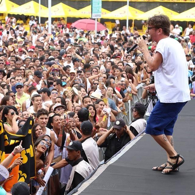 O baiano Saulo Fernandes abriu a festa. Fotos: Innovo/Divulgação