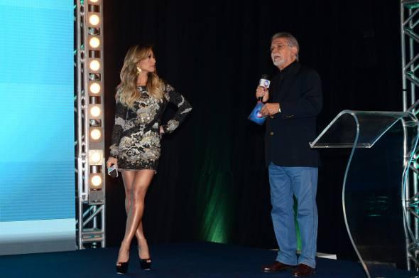 Sabrina Santo e Domingos Meireles/TV Record/Divulgação