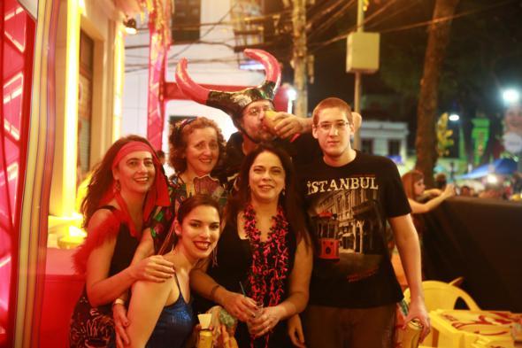 Mariana Ribeiro, Solange Ribeiro, Vitoria Barros , Angela Carneiro da Cunha , Marcos Sereno e Antonio Sereno - Crédito: Bernardo Dantas/DP/D.A Press -