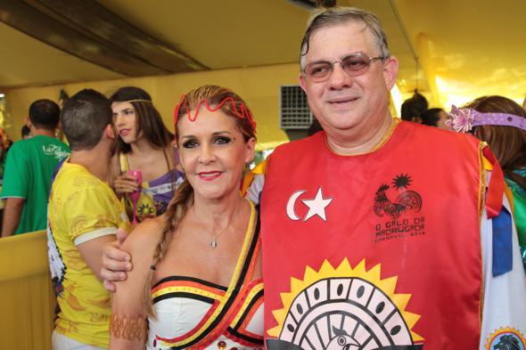 O presidente do Galo da Madrugada, Rômulo Menezes, com sua Ana - Credito: Annaclarice Almeida/DP/D.A Press