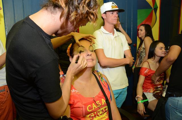 Maquiadores estavam a todo vapor retocando a maquiagem da mulherada Crédito: Cristiane Silva/DP/D.A Press