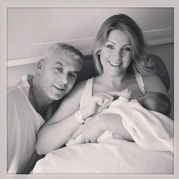 Ana Hickman, com o marido e o filho/Foto Instagram/Reprodução