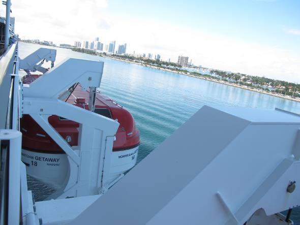 Um dos barcos salva-vidas