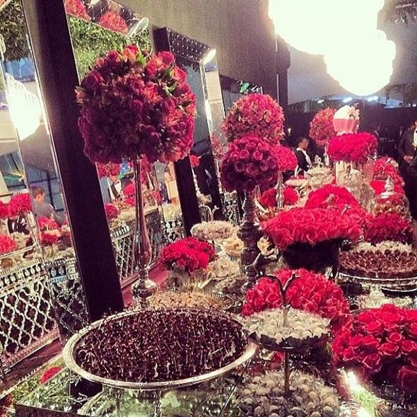 Mesa de doces do aniversário de Thássia Naves - Crédito: Hick Duarte/Divulgação