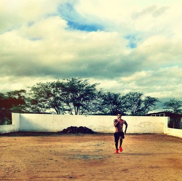 No seu Instagram, Juliano postou uma foto treinando Crédito: Instagram