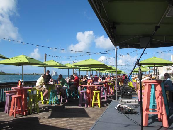 Bar a beira-mar