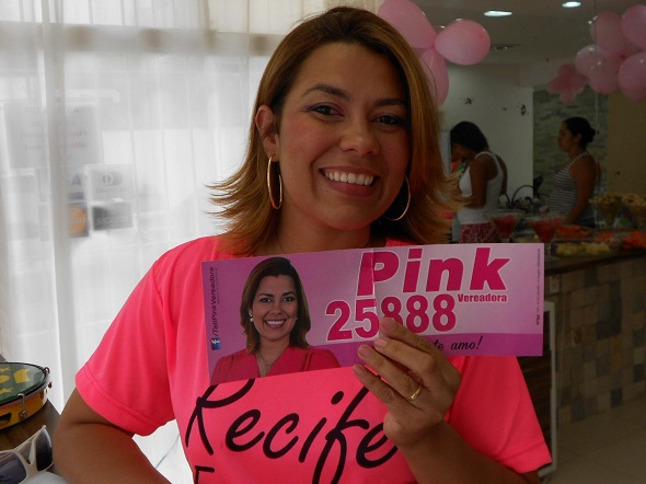 Pink chegou a se candidatar a vereadora - Crédito: Reprodução Facebook
