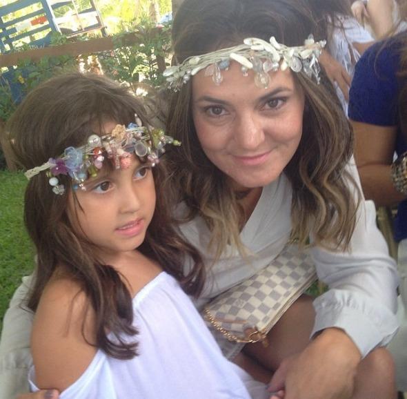 Laura e a mamãe Ilana, mentora do perfil. Crédito: Repridução @infantilidades