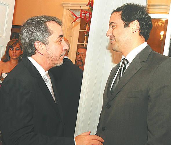 Guilherme Machado com Paulo Câmara na posse/Crédito Nando Chiappetta