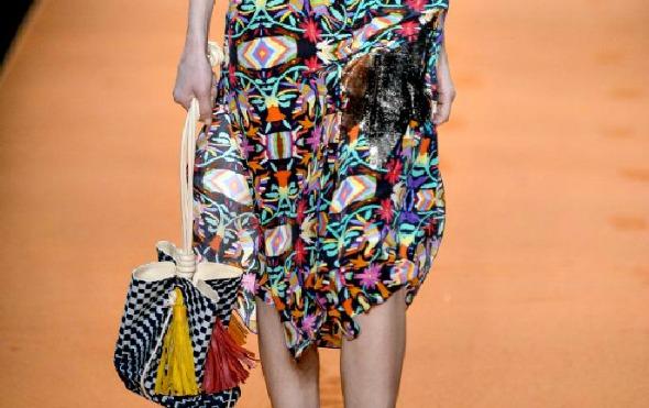 Detalhe do tassel na bolsa da modelo - Crédito: Agência Fotosite/Divulgação