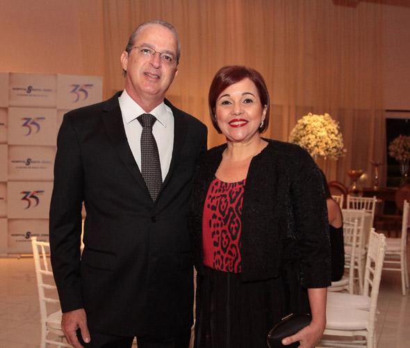 O desembargador Mauro Alencar e a mulher, a advogada Cláudia Alencar - Crédito: Nando Chiappetta/DP/D.A Press