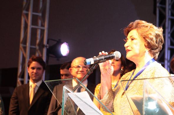 Terezinha Vieira foi quem premiou Eustácio - Crédito: Nando Chiappetta/DP/D.A Press