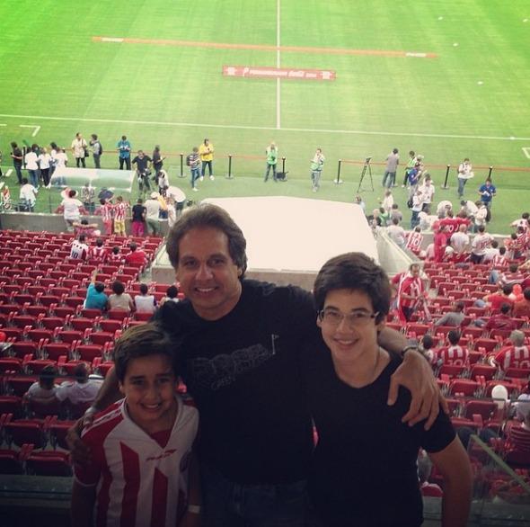 Sérgio Arruda com os filhos Crédito: Instagram