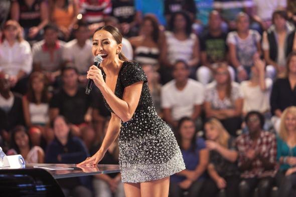 Sabrina Sato no comando do seu novo programa na Record - Crédito: Edu Moraes/Record