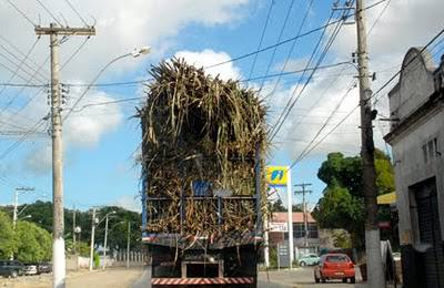 Caminhão carregado de cana