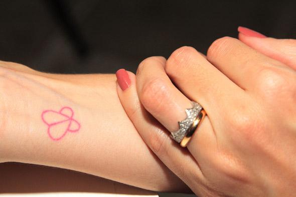 Tatuagem com o símbolo do blog Mãetamorfose - Crédito: Nando Chiappetta/DP/D.A Press