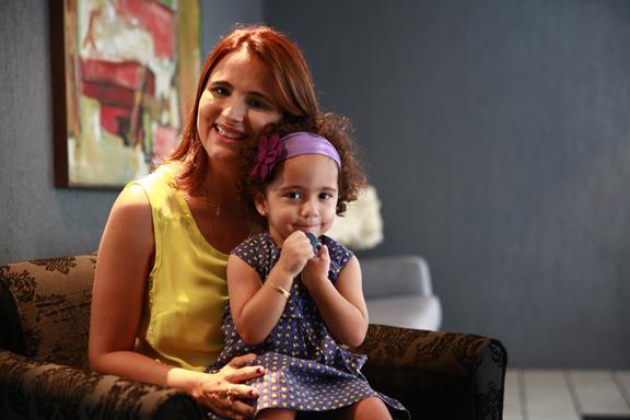 Bianca Spessirits e sua Vivi: experiências compartilhadas no Blog Não é a mamãe. Crédito: Bernardo Dantas/D.P/D.A Press