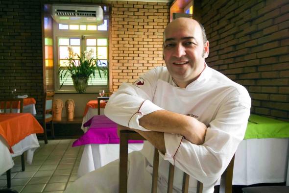 Cesar Santos prepara novo cardápio para o restaurante Oficina do Sabor, em Olinda - Crédito: Dante Barros/Divulgação
