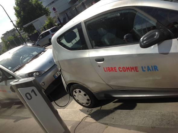 Carro elétrico em Paris