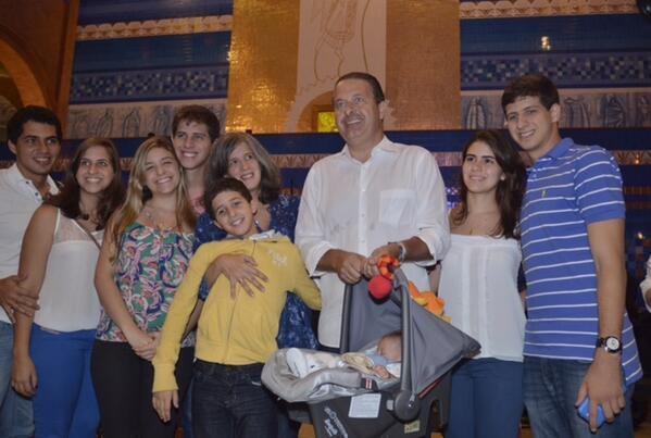 Renata e Eduardo Campos entre os filhos, o genro, Tomás Alencar e a nora Lara Santana - Foto: Instagram/Reprodção
