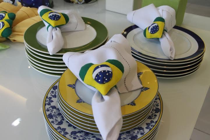 Pratos e guardanapos de tecido o clima da Copa - Foto: Casa Tua/Divulgação