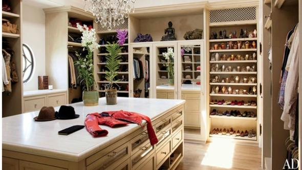 O luxuoso closet de Gisele e Tom Crédito: Reprodução/ Architectural Digest