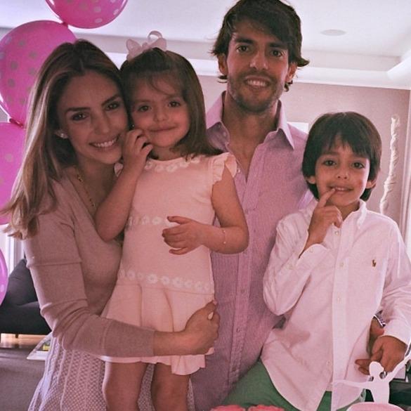 Carol Celico, Isabella, Kaká e Luca. Crédito: Reprodução Instagram