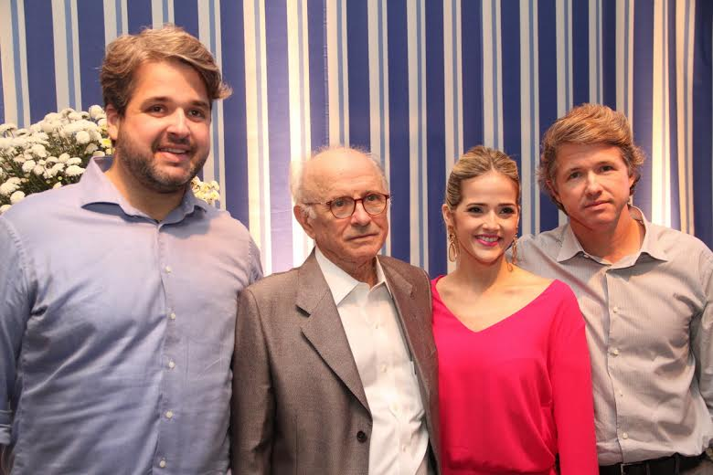 José Aécio ladeado pelos filhos Bruno, Marília e José Aécio Filho Crédito: Allan Torres/Esp. DP/D.A.Press.