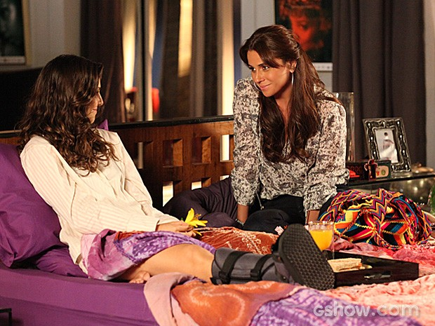 Marina e Clara, vividas por Tainá Muller e Giovanna Antonelli, na novela Em Família - Crédito: TV Globo/Divulgação