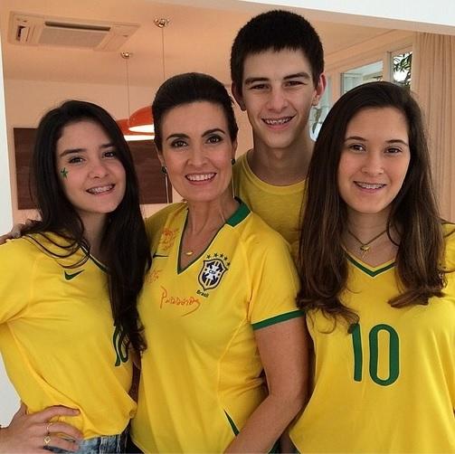 Fátima Bernardes com seus filhos tri gêmios - Crédito: Reprodução do Instagram