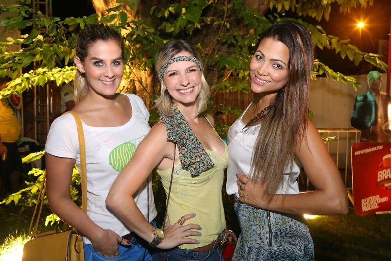 Talita Queiroz, Adelli Lima e Amanda Stefanin Crédito: Humberto Reis e Duda Carvalho/ Comunnik