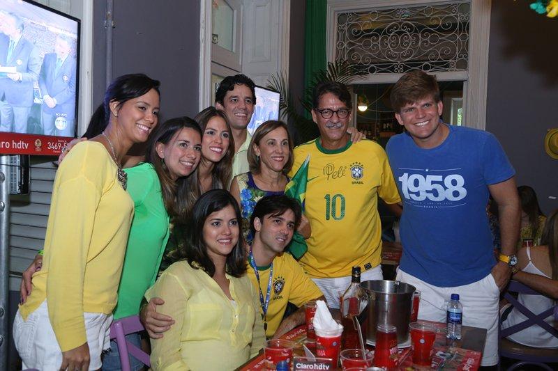 Daniel Coelho e família Crédito: Humberto Reis e Duda Carvalho/ Comunnik