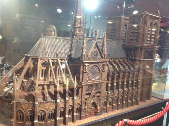 A Notre Dame feita de chocolate