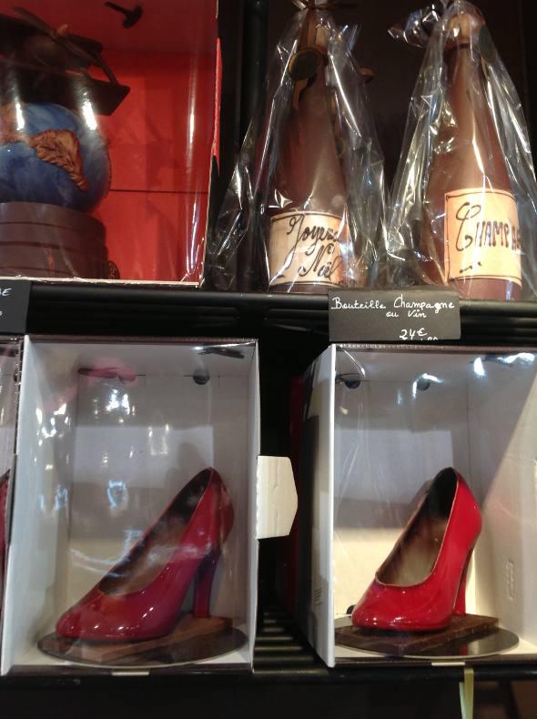 Champagnes e sapatos feitos de chocolate