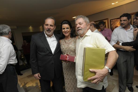 Armando Monteiro Neto, Monica Guimarães e Lula - Crédito: Leo Caldas/Divulgação
