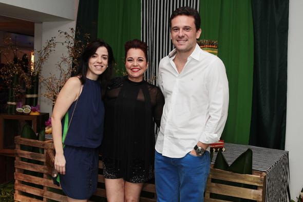 Ana Cláudia, Cláudia e Augusto Acioli Crédito: Nando Chiappetta/DP/D.A Press
